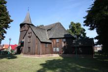 Stojąc koło tego pięknego, drewnianego kościoła odniosłem wrażenie, że śląscy chrześcijanie ponieśli klęskę. Ich kaplica w 1957 roku została poświęcona na potrzeby kościoła rzymsko-katolickiego. A w samej Chlastawie nie ma żadnej wspólnoty ewangelicznych chrześcijan.
